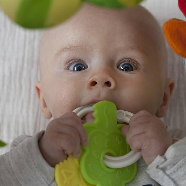生後3ヶ月の赤ちゃんの遊びって?歌遊びでふれあいの時間を増やそう♬