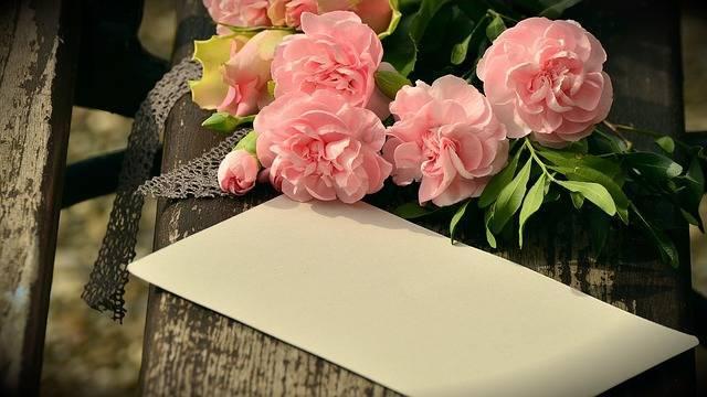 母の日のプレゼントはどう選ぶ?喜んでもらえる贈り方のヒントとは