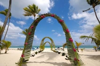 どんな風に結婚記念日を祝う?毎年の記念日にはシンボルがある?