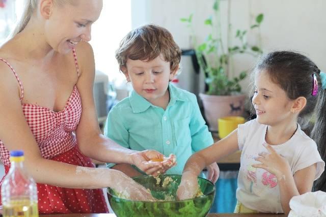 【子どもの年齢別】遊び感覚で身につけるお手伝い習慣♡自立心を育てる家庭のルールづくり