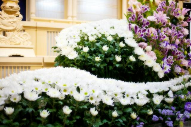 【家族葬のまるわかりガイドブック】 費用やマナー、挨拶状の出し方など全て教えます!