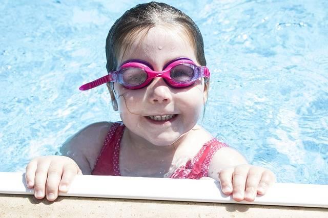 子どものプールはいつから平気?おむつが取れていない場合や気をつけたいことは?