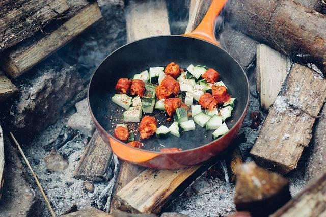 キャンプ料理にチャレンジしてみよう♪初心者さんでもOKな簡単レシピやポイントを伝授♡