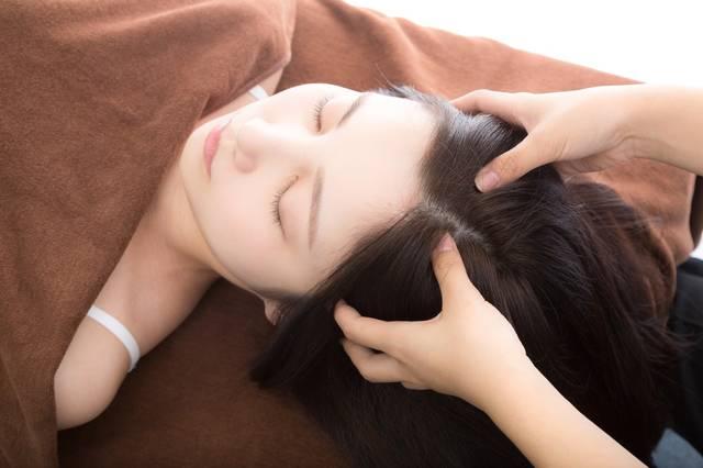 ヘッドマッサージは美容にも健康にも効果絶大!自宅で簡単に出来る方法とおすすめアイテム5選