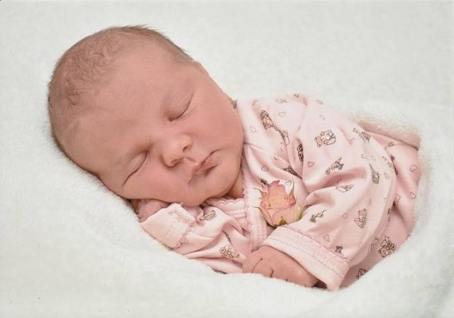 赤ちゃんの熱が下がらない!解熱剤や風邪薬でも改善しない場合に考えられる病気は?