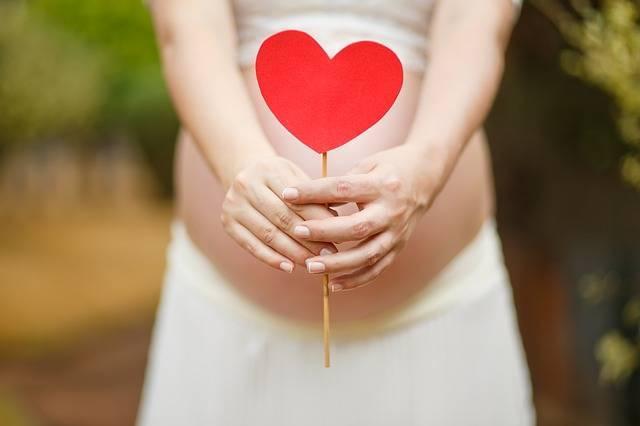 妊娠中のむくみがひどい!原因を知って自分に合わせた対処法で乗り切ろう!