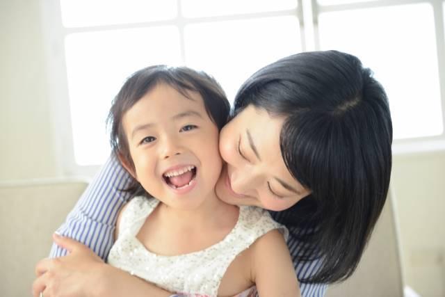 「甘やかす育児」と「甘えさせる育児」は違う!子どもの自立心を育む子育てはどっち?!