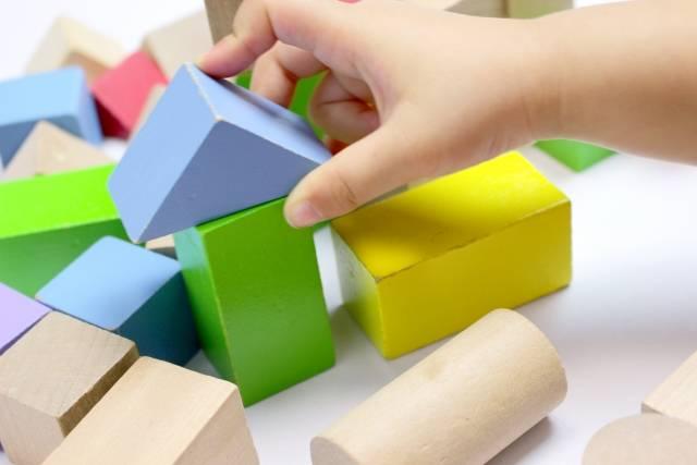 木のおもちゃの魅力を徹底解析!子どもの成長に良いと言われる理由とは?