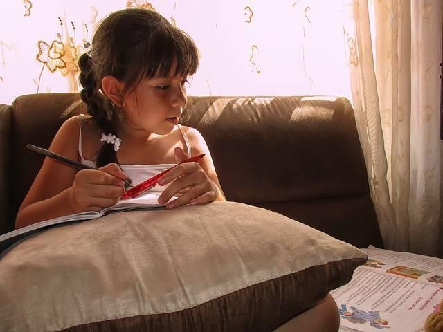 【小学校低学年向け】親子で取り組む読書感想文の書き方&おすすめの図書をご紹介!