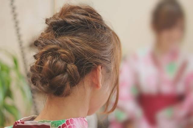 簡単ヘアアレンジ方法「くるりんぱ」を使ったおしゃれなヘアスタイルを一挙ご紹介!