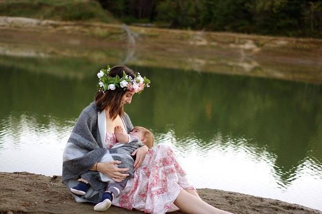 初めての母乳育児は不安がいっぱい!周りに惑わされず正しい知識を身に付けて!