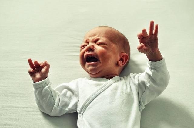 どうして泣くの?夜泣きの原因や対策を知って赤ちゃんと共に夜を乗り切ろう!