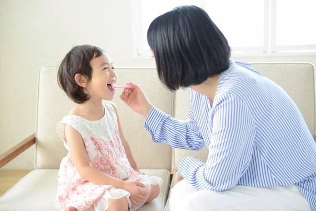 赤ちゃんの歯磨きをスタートしよう♪嫌がる子でも大丈夫!?先輩ママのテクニックも紹介
