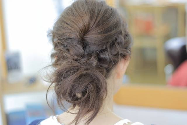忙しいママの簡単ヘアアレンジ♪5分でできる!おしゃれでかわいい髪型とヘアアクセまとめ♡