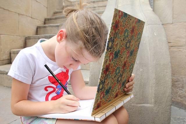 子供の遊び「お絵描き」から分かる子供の心理状態とは?注意すべき特徴と対処法とは?