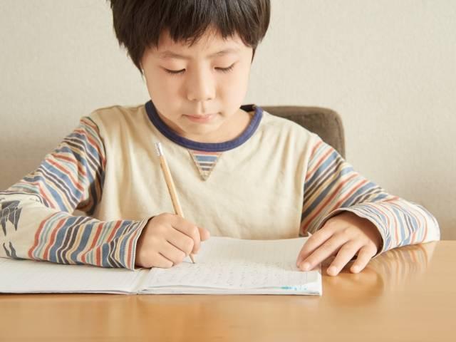 【小学校の入学準備】学習机はいる?いらない?話題のリビング学習は本当にいいのか?!