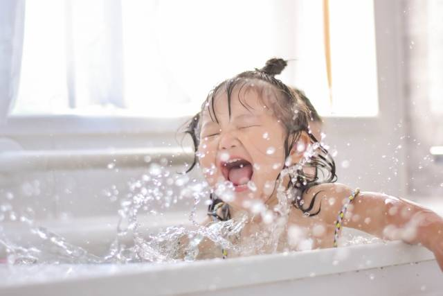 子供が喜ぶお風呂遊びとおすすめのおもちゃ5選♡楽しく入ってさらに仲良し親子になろう♪