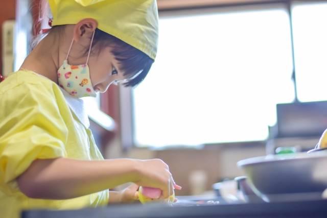 特別な日は子供が喜ぶご飯作り!【年齢別】子供と作る簡単レシピ9選♪教育効果も?