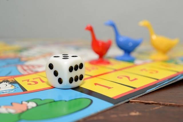 楽しい遊びの中で知育!【年齢別】ボードゲーム7選!賢くなる?その教育効果とは?