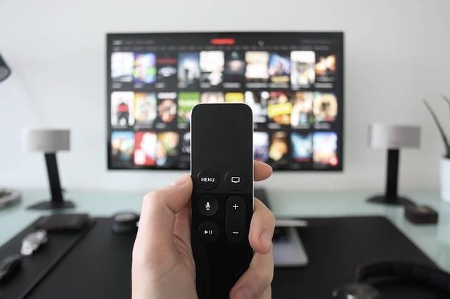 赤ちゃんがテレビを見るのはいけないの?テレビが与える影響やその対策について