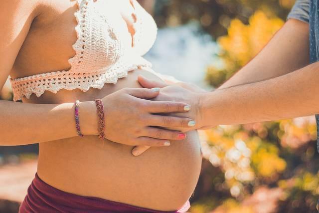 出産予定日は遅れても大丈夫?40週目以降の過ごし方と陣痛を促すためにすることは?