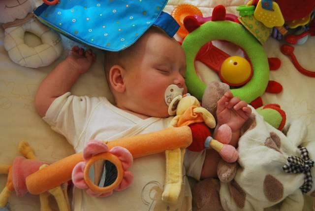 【赤ちゃんのおもちゃ】素材別お手入れ方法を伝授!おすすめ除菌グッズ5選♡