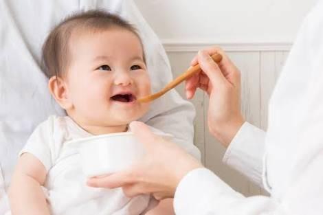 赤ちゃんとの外食はいつから?お店選びのポイントと便利グッズおすすめ5選♡