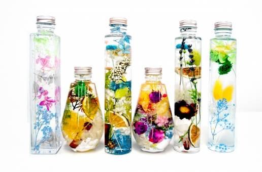枯れない花『ハーバリウム』をDIYしてインテリアを楽しもう♡簡単な材料や作り方のコツをご紹介