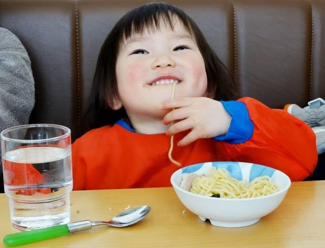 ラーメンって何歳から食べていいの?こどもと行ける店5選♡ちびっこと麺を楽しむコツも!