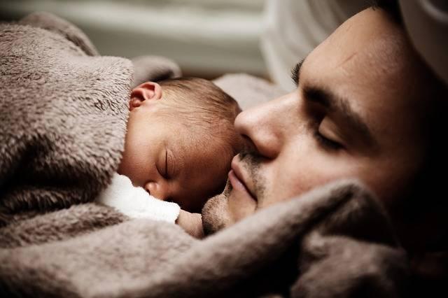パパは育児を「手伝う」でいいの?パパの意識を根本から変えるおススメ本5選&父子手帳