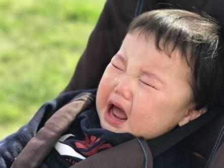 人見知りする赤ちゃんは賢い証拠?もう悩まないで!人見知りの原因と8つの対処法