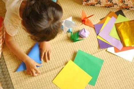 折り紙で作るクリスマス飾り特集!大人も子供も楽しめる簡単折り方16選♪嬉しい知育効果も♡