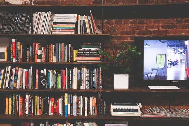 本棚でおしゃれに本を収納!インテリア実例12選とおすすめの本棚で憧れのお部屋を作ろう♡
