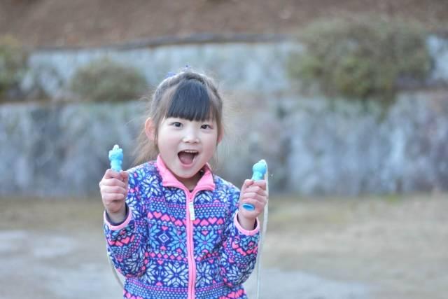簡単!楽しく教えられる!幼児のなわとび練習ステップ7つ♡上達しやすい縄の選び方も紹介