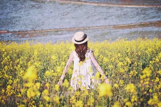 【色別】春のカーディガンコーデ22選♡トレンドは「リブ」「ロング」「Vネック」で決まり!