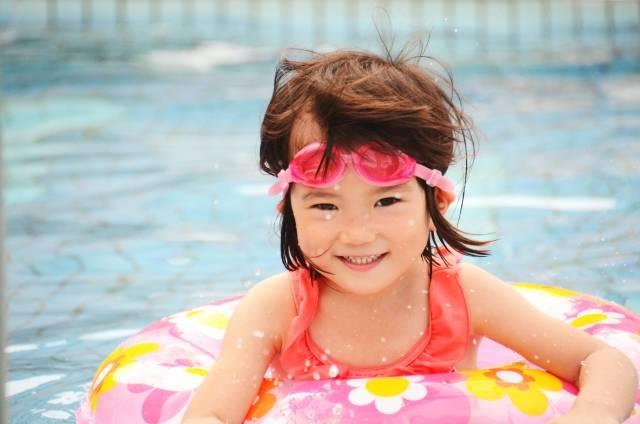 女の子用キッズ水着人気10選!おしゃれで可愛いデザインがいっぱい!選び方のポイントも