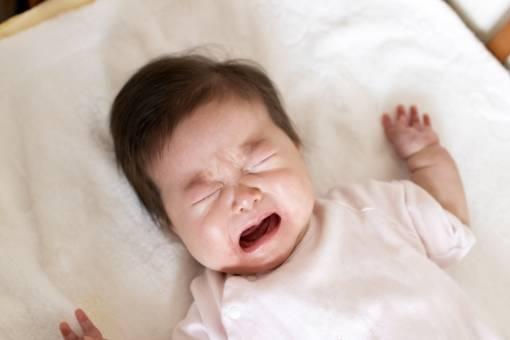 辛い赤ちゃんの夜泣きをうまく乗り切る方法や対処法は?おすすめグッズ3選も!