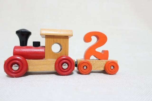 2歳児におすすめの知育おもちゃ8選!楽しく遊びながら好奇心を刺激する人気アイテム大公開