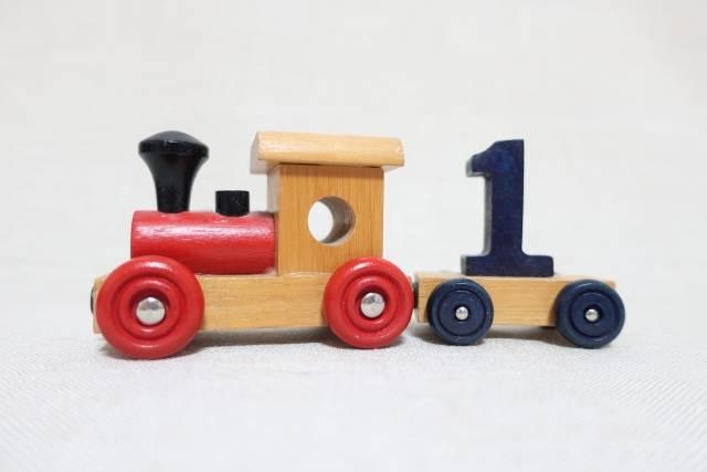 1歳児におすすめの知育おもちゃ10選!楽しみながら想像力や頭の発達を促す人気アイテム勢揃い