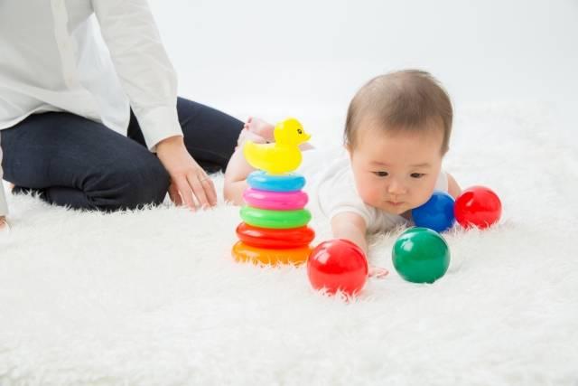 0歳児におすすめの知育おもちゃ10選!赤ちゃんが喜ぶ人気グッズをご紹介!出産祝いにも