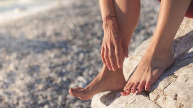 頑固な「かかとの角質」セルフケア方法&おすすめアイテム8選!これであなたも足裏美人!