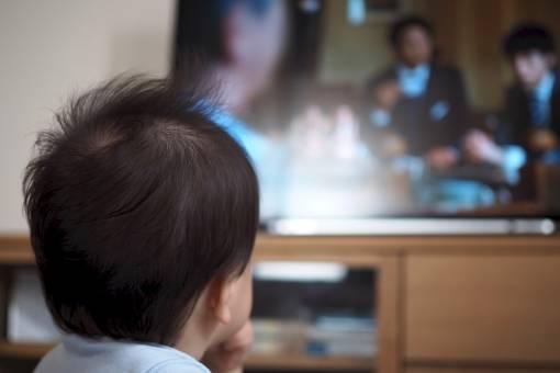 赤ちゃんにテレビを見せるとどんな影響がある?対処法や付き合い方を知って上手に活用しよう!