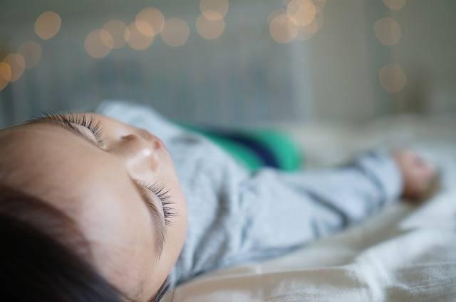 子どもや赤ちゃんにおすすめの夏パジャマ&寝具15選!熱帯夜も快眠できる選び方って?