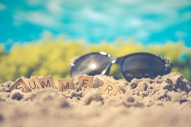 【夏ファッションのお悩み第3弾】アームカバーはダサい?おしゃれしながら日焼け対策する方法