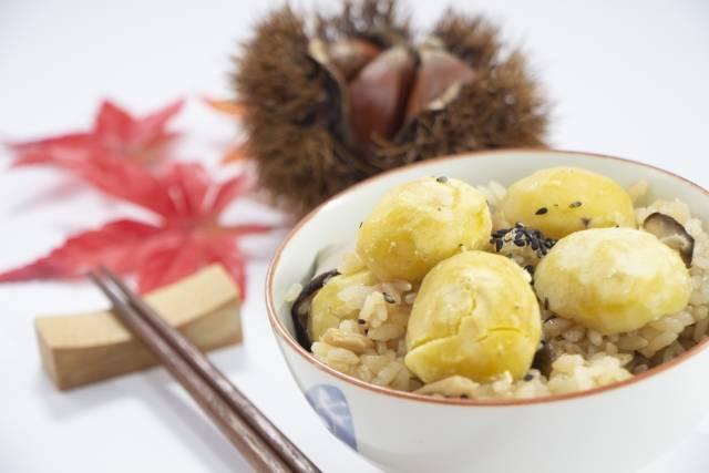 """秋の味覚!炊き込みごはんレシピ10選-栗やきのこなど旬の食材を使って""""わが家の定番""""に"""