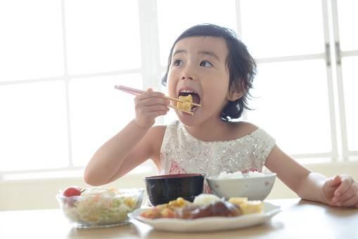 子どもに人気の手軽な昼食10選!簡単で栄養満点のレシピでお昼の食卓を飾ろう!