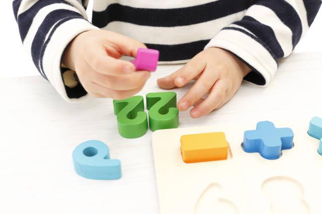 幼児の算数教育はおもちゃから!就学準備にも◎楽しく数や図形など4つの感覚を身につけよう