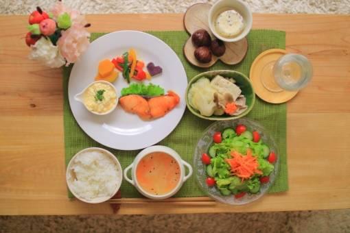 夕食のメニューに迷ったらコレ!短時間ですぐできる絶品レシピ10選で家族の胃袋を満たそう!
