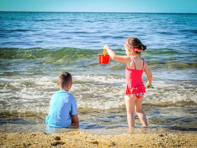 海・プール旅行を子どもと楽しむための持ち物30選!事故防止・日焼け対策・快適グッズまで
