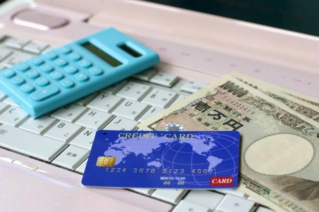 クレジットカードでお金を借りるキャッシングって何?メリットとデメリットを知って賢く使おう!